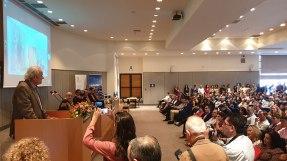 Ο κος Γιώργος Κατσανεβάκης, Πρόεδρος της ΑΝΕΚ LINES, καλωσορίζει τους παριστάμενους, λίγο πριν επιβραβεύσει τους 5 αριστούχους των αντίστοιχων Τμημάτων του Πολυτεχνείου, επιδίδοντάς τους δωρεάν εισιτήρια σε προορισμούς της εταιρείας
